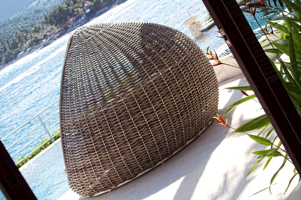 Lit de jardin avec toit en rotin kubu tressé à la main avec coussins  hydrofuge Lusso