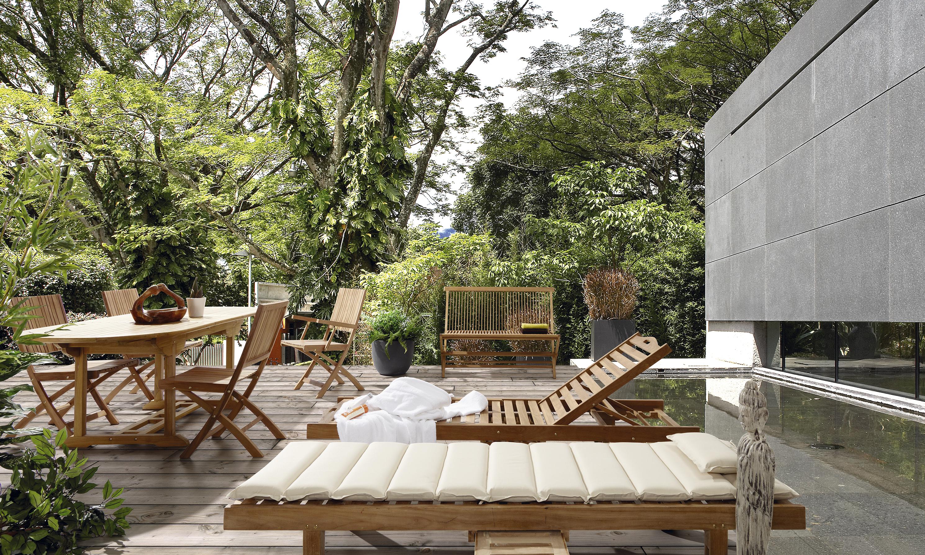 chaise de jardin ajour e et pliable en teck massif collection rinca. Black Bedroom Furniture Sets. Home Design Ideas