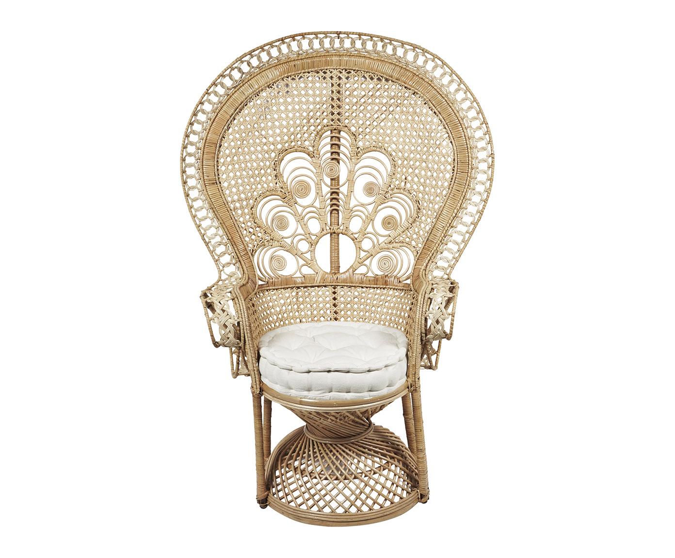 le romantisme dans toute sa splendeur avec un fauteuil en rotin tress. Black Bedroom Furniture Sets. Home Design Ideas