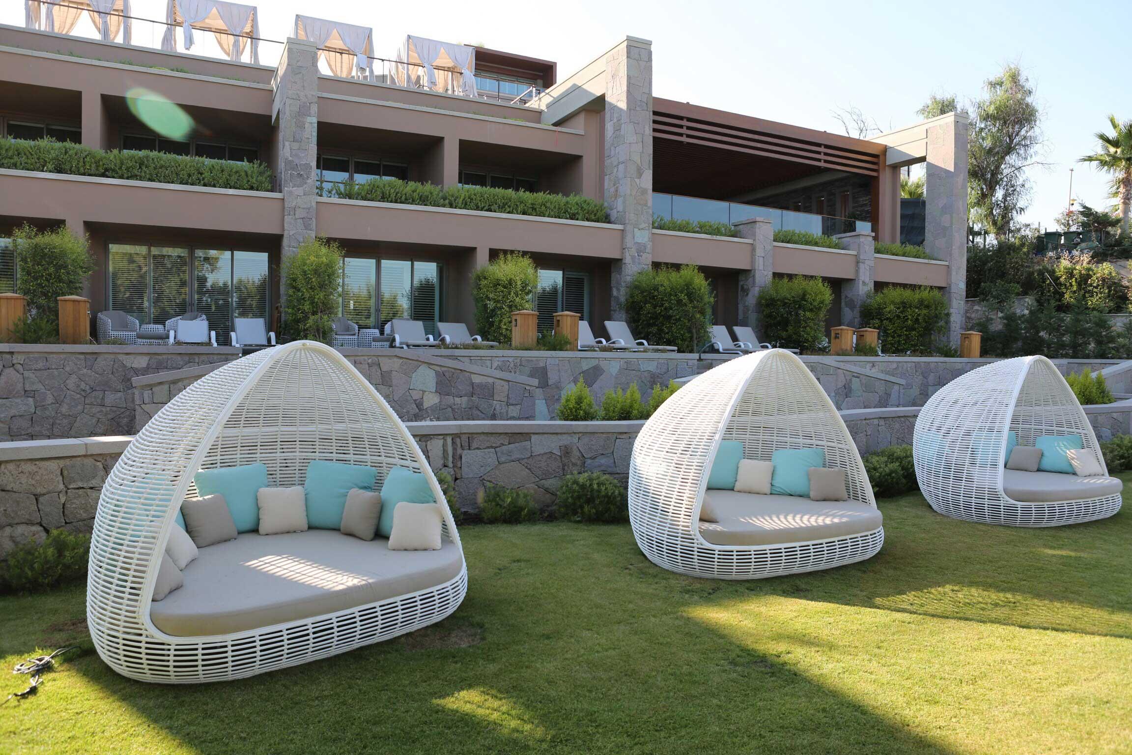 Lit de jardin toit résine Lusso : luxe contemporain