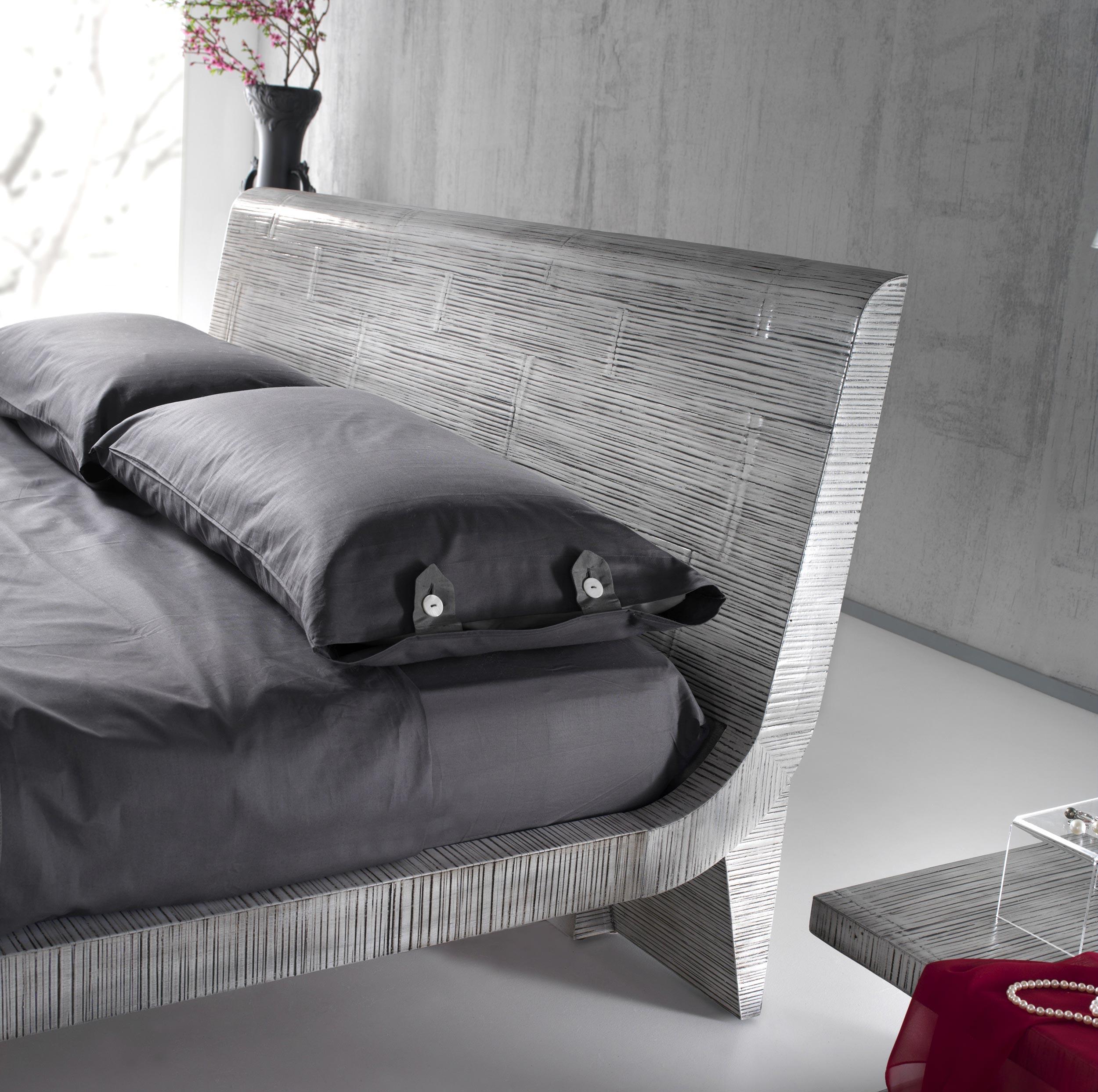 lit double contemporain en forme vague indah. Black Bedroom Furniture Sets. Home Design Ideas