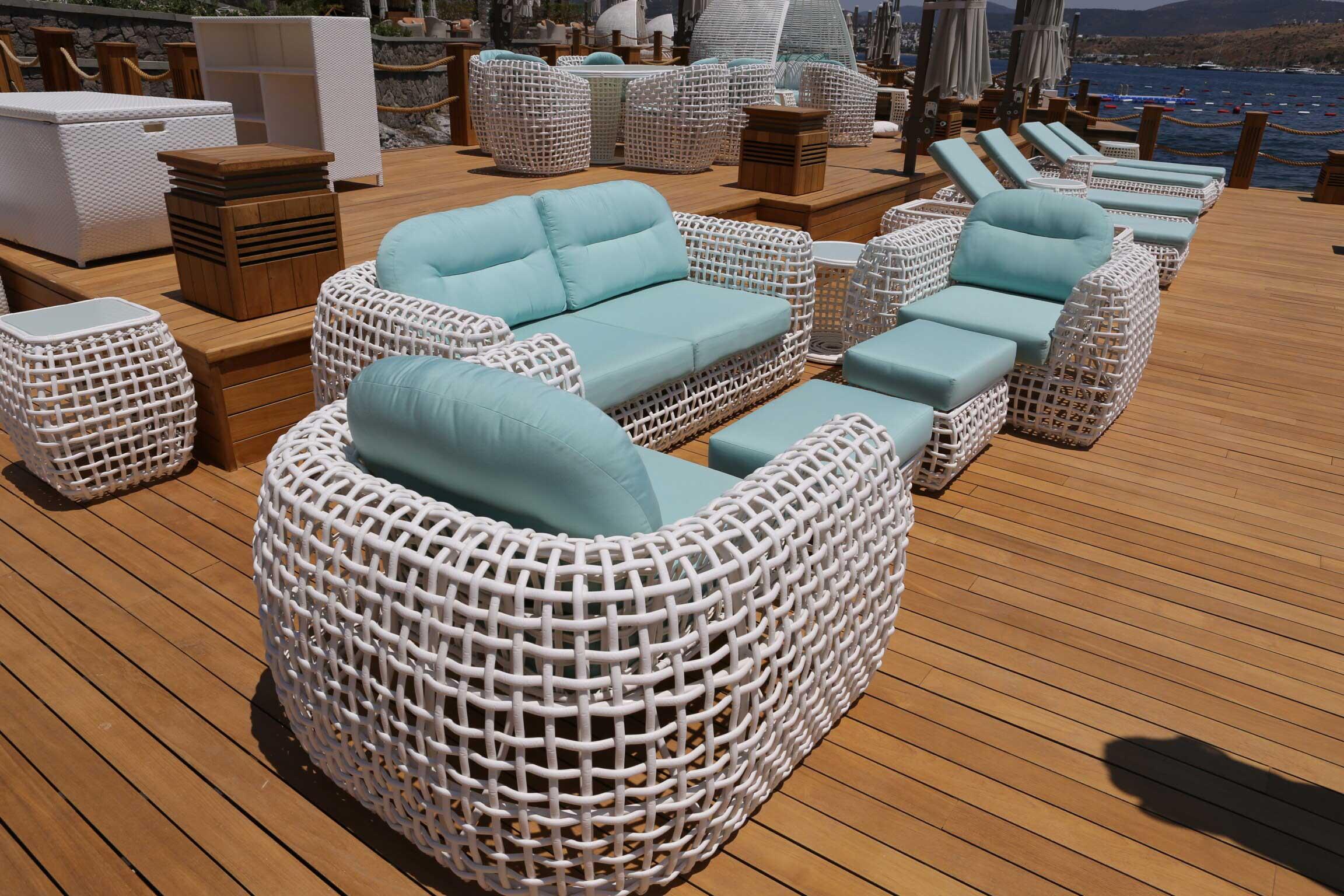 La résine tressée blanche pour un canapé de jardin luxe 100% détente