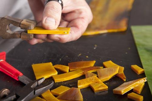 Première étape de la fabrication d'un abat-jour Tiffany