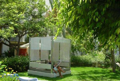 Ambiance - Gazebo Tantra dans le jardin (vue 3)