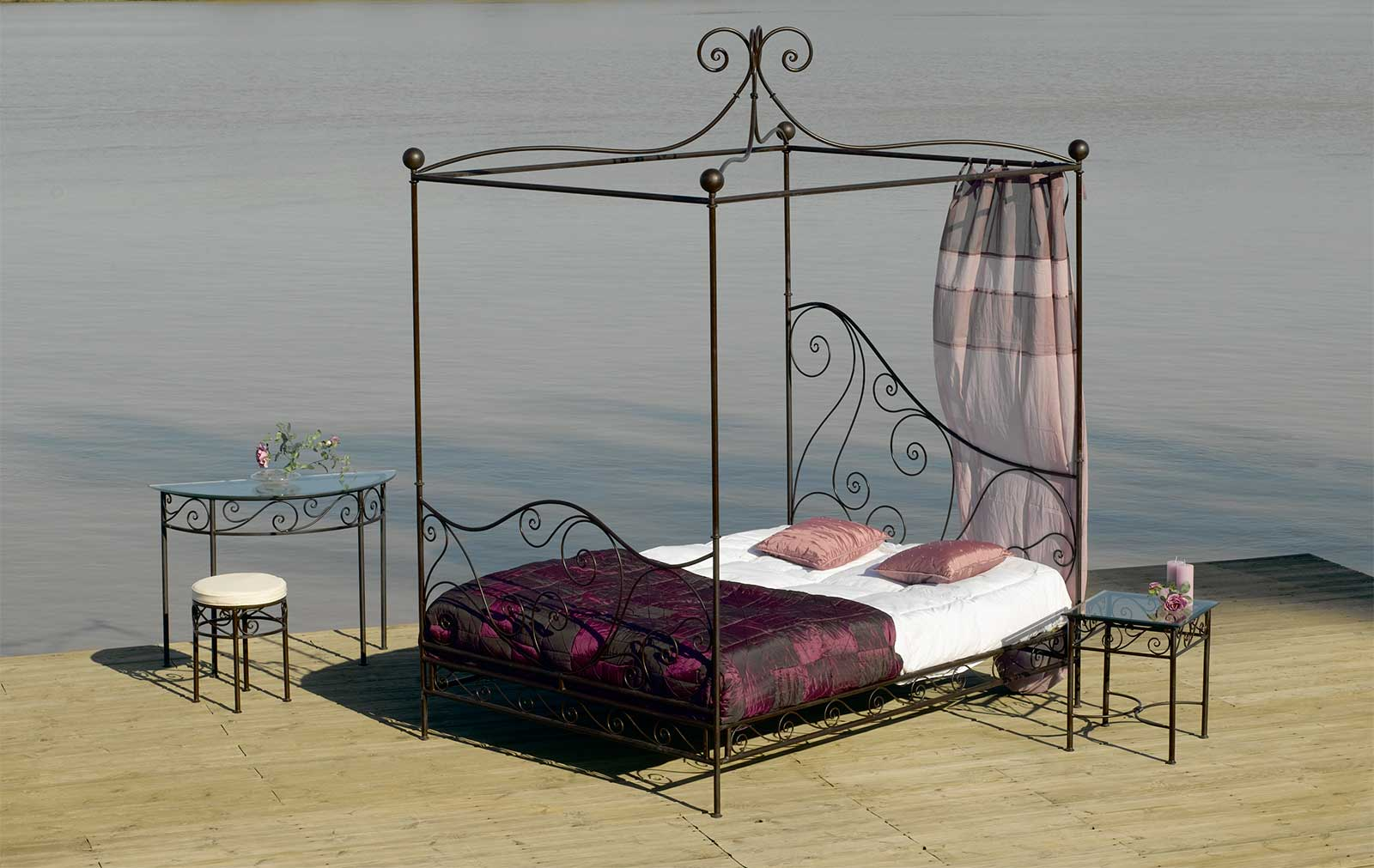 lit baldaquin le cocoon de votre sommeil. Black Bedroom Furniture Sets. Home Design Ideas