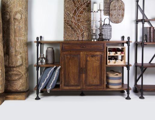 Véritable meuble à tout faire, installez la console drapier dans votre cuisine, couloir ou séjour