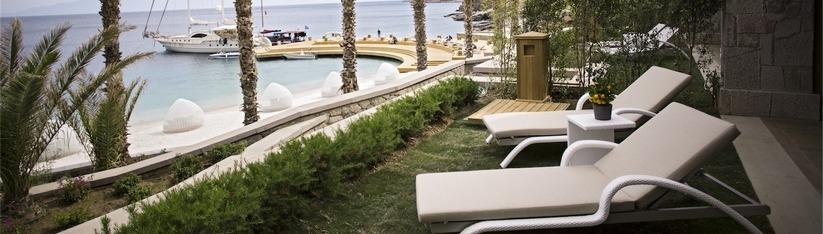 Chaise longue empilable de jardin Majesté, installation Hôtel Spa Caresse