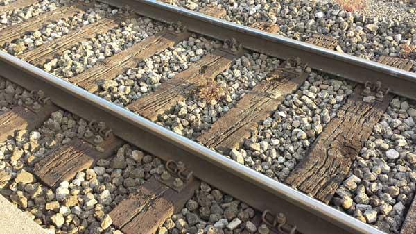 Bout de canap traverse de chemin de fer et m tal appeal - Traverse de chemin de fer castorama ...