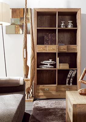 Bibliothèque en bois de Mindy Ronja